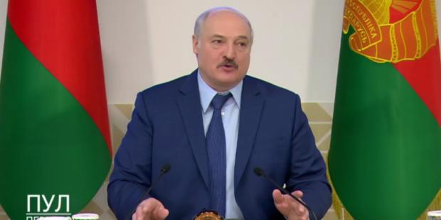 """Лукашенко согласился на девушку-дублера: """"Президентом Белоруссии будет женщина"""""""