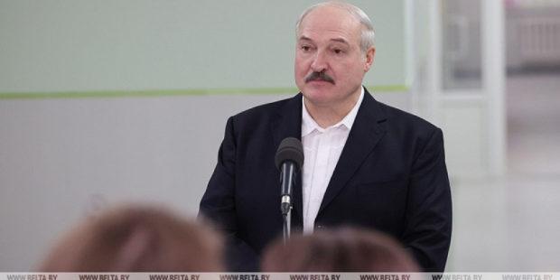 Лукашенко решил не прививаться от коронавируса, назвав врачам причину