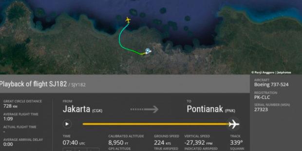 СМИ показали, как падал Boeing 737-500 в Индонезии: найдены обломки