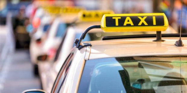 В Петербурге заблокировали таксопарк после просмотра водителем порно