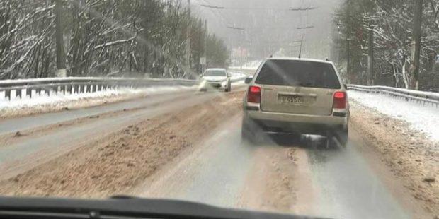 В Крыму из-за снегопада перекрыли автодорогу Симферополь-Ялта