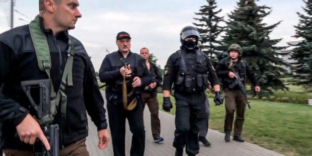 """Лукашенко высказался о появлении с автоматом в руках и """"готовности стрелять в народ"""""""