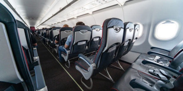 Пассажира рейса Москва - Кемерово накажут за курение в самолете