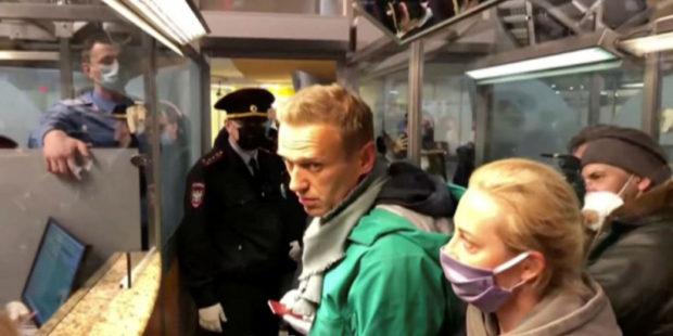 """Алексея Навального задержали в аэропорту """"Шереметьево"""" - видео"""