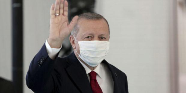 Эрдогану сделали прививку китайской вакциной от коронавируса