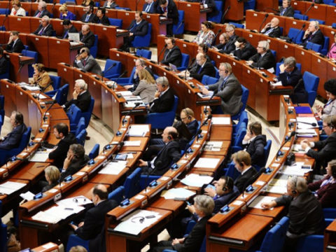 Не переварил икру: бывшему итальянскому депутату дали к 4 года тюрьмы