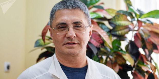 """""""Не скажу"""": известный врач ответил на частые вопросы о вакцинации против COVID-19"""