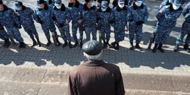 Колонна полицейских автобусов замечена возле здания парламента в Ереване