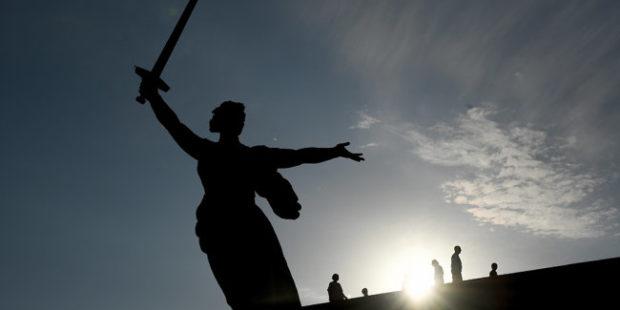 Волгоградцев возмутил полуголый танец на Мамаевом кургане