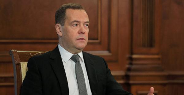 Медведев выступил за единую валюту для РФ и Белоруссии