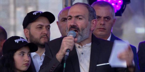 Генштаб Армении снова выступил с заявлением по Пашиняну, подкрепив слова истребителями в небе, кадры