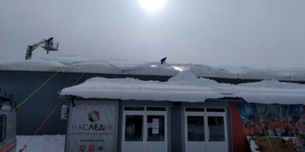 В Симферополе МЧС предотвратило обрушение кровли спортшколы