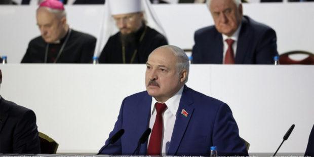 Лукашенко решил отказаться от нейтралитета Белоруссии, изменив Конституцию