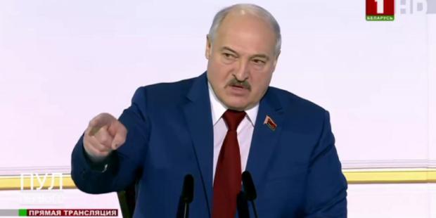 """Лукашенко пообещал """"вырезать каленным железом"""" частные клиники"""