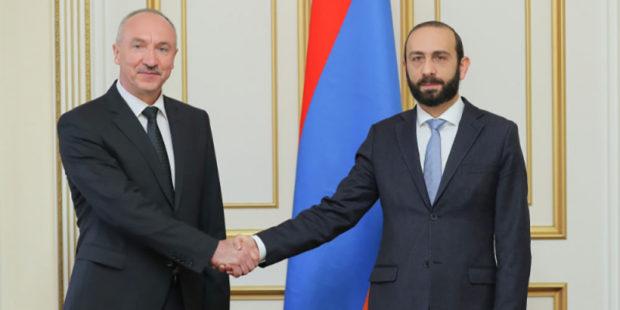 Баку должен срочно вернуть всех пленных – спикер парламента Армении