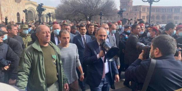 Армянская оппозиция заявила о планах Пашиняна арестовать генералов