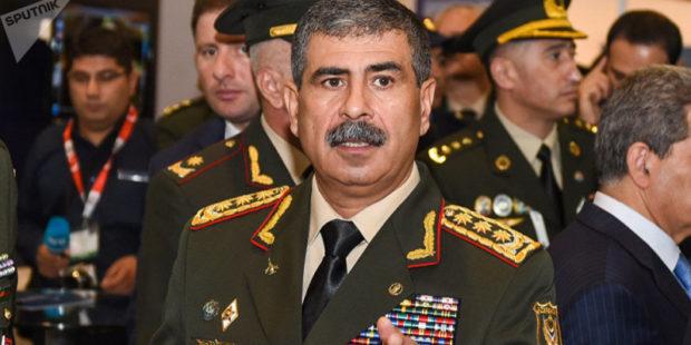 Глава МО Азербайджана отправился в Турцию для наблюдения за учениями в Карсе