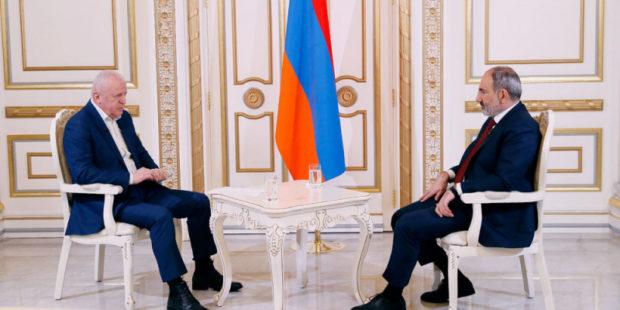 Пашинян дал первое интервью в 2021 и ответил Саргсяну