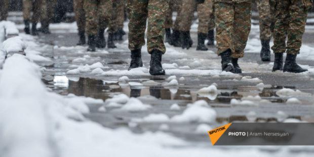 Срок службы в армии Карабаха пока сокращать нельзя - эксперт
