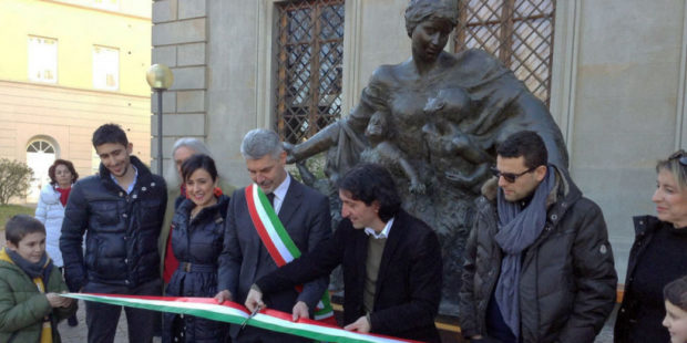 В итальянском городе выставлена статуя, созданная к 100-й годовщине Геноцида армян