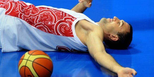 В центре Москвы такси сбило баскетболиста Никиту Шабалкина