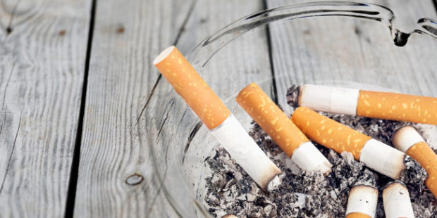 Петербуржец потребовал от соседки 150 тысяч рублей за курение на кухне