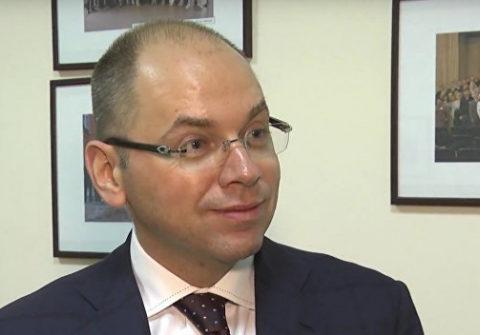 Глава Минздрава сделал прививку в прямом эфире и разгневал украинцев