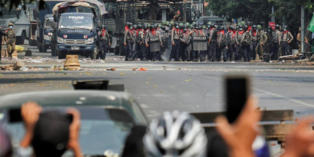 Силы безопасности Мьянмы убили более сотни человек при разгоне протеста