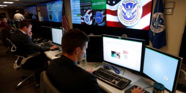 """Разведка США предрекла продолжение """"встревания"""" РФ в американские выборы"""
