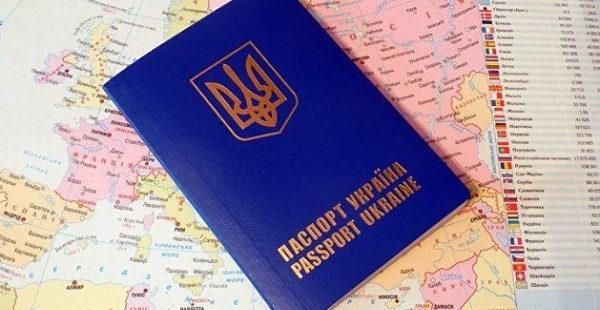 Первые в мире: Украина приравняла электронные паспорта к бумажным