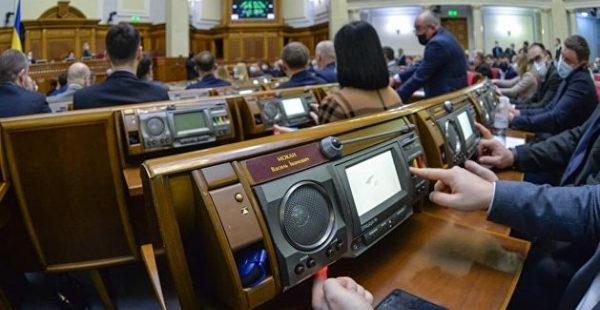 Не обслуживают почти 10 лет: депутат назвала причину задымления пульта для голосования в Раде