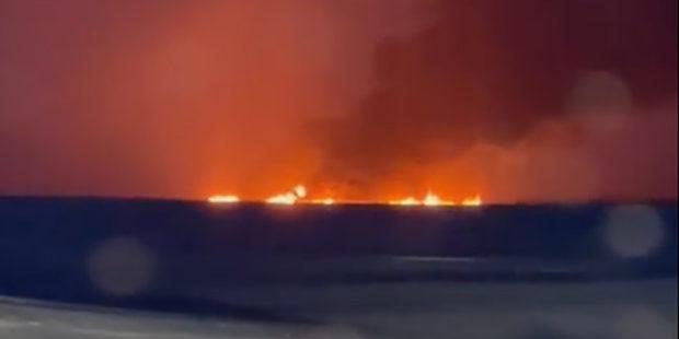 Власти назвали возможную причину пожара на реке в ХМАО
