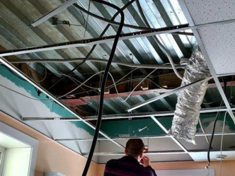 На Сахалине в больнице обрушился потолок