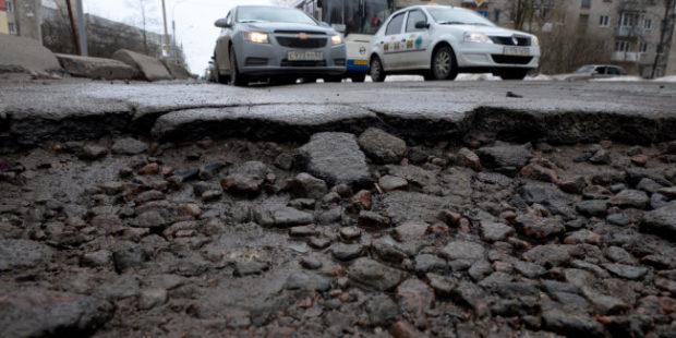 Уралец отсудил у дорожников деньги на ремонт попавшей в яму машины