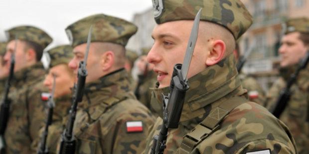 """Польские солдаты готовы """"дойти"""" до Львова: опубликованы кадры с марша в Варшаве"""