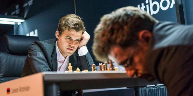 Левон Аронян проиграл Магнусу Карлсену в турнире Carlsen Invitational