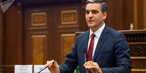 Омбудсмен Армении призвал парламент к активности для разрешения кризиса