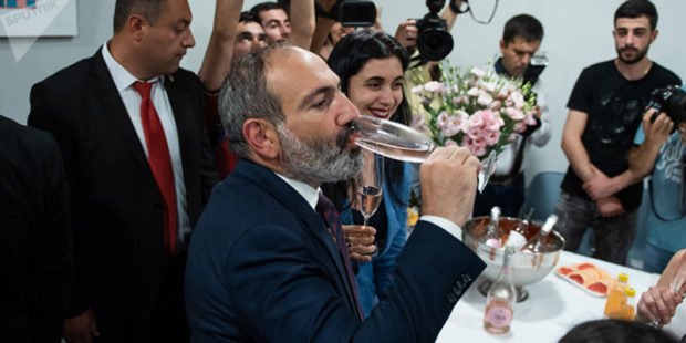 Пашинян поздравил курдскую общину Армении с Новрузом