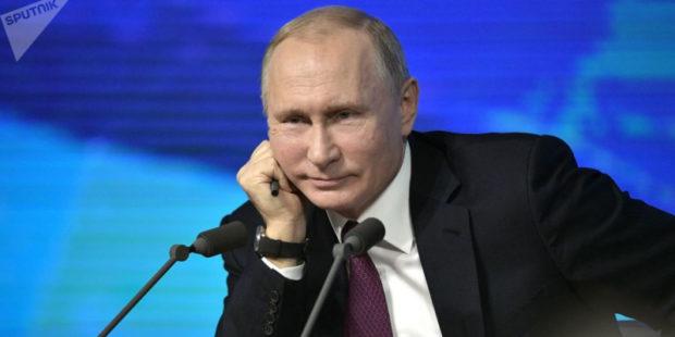 Путин сказал, что завтра поставит прививку от коронавируса