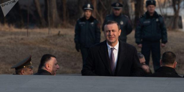 Секретарь Совбеза Армении надеется, что российские миротворцы задержатся в Карабахе