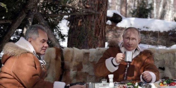 Таёжный с колбаской, огурцами и стопочками: Путин и Шойгу на отдыхе - просто крутые видео
