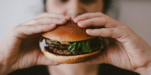 Тише едешь - дальше будешь: чем медленнее мы едим, тем дольше живем - исследование
