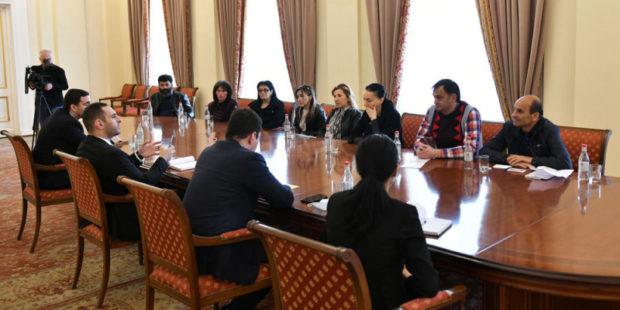 В администрации президента Армении приняли родных без вести пропавших