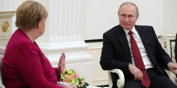 Меркель озвучила Путину требование, касающееся войск РФ у границ Украины
