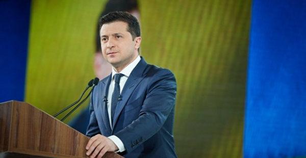 Лесев: Зеленский всего лишь играет роль президента