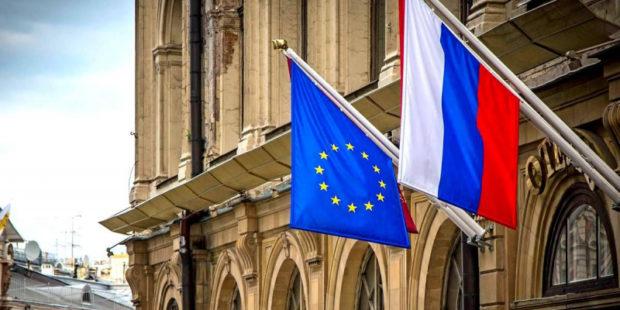 """ЕС просит РФ отвести """"крупнейшие в истории"""" войска от украинской границы"""