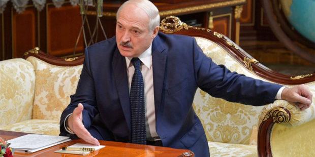 """Лукашенко отказался """"сдавать"""" Белоруссию России"""