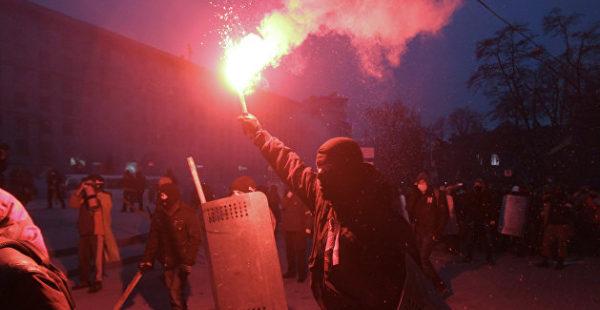 «Зажигательный» одиночный пикет прошел у здания консульства РФ в Харькове