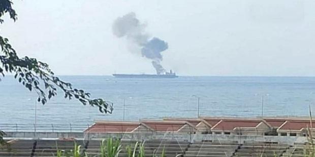 Беспилотник атаковал нефтяной танкер у берегов Сирии, после чего судно загорелось