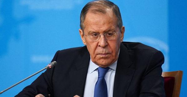 «Мы там живем, это наша страна»: Лавров сравнил действия российских и американских военных